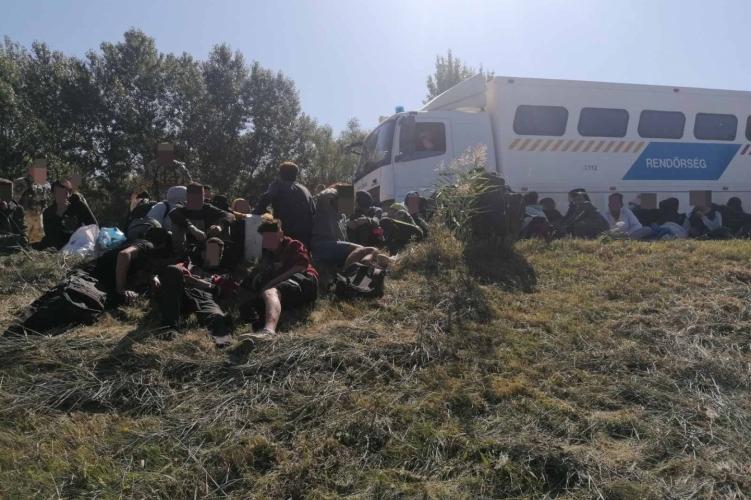 56 illegális migránst tartóztattak fel Csongrád-Csanád megyében